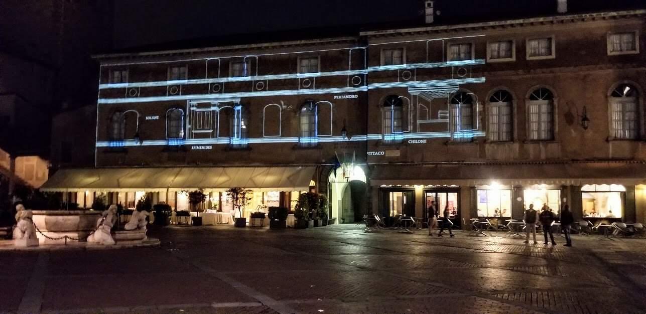 citta alta night Center Square