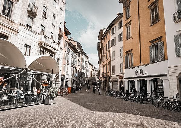 Citta Alta city streets shops restaurants