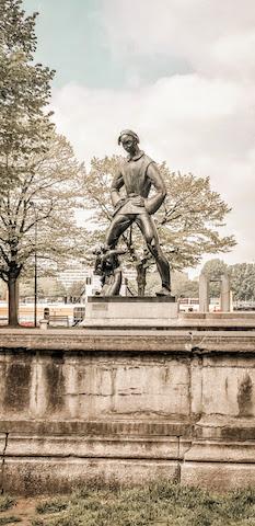 antwerp het steen statue