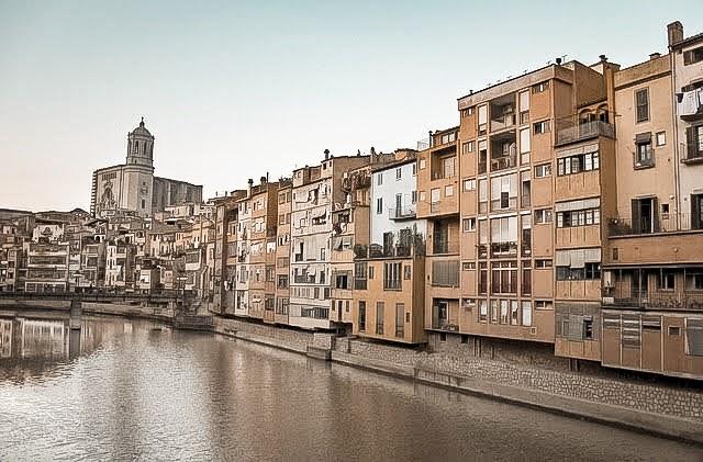 Girona lake town houses entrance to city