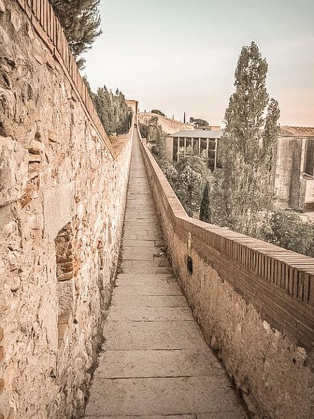 carolingian wall walking in walkway