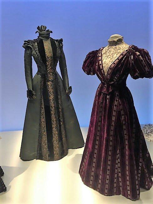 Design museum Fashion Exhibit 1550
