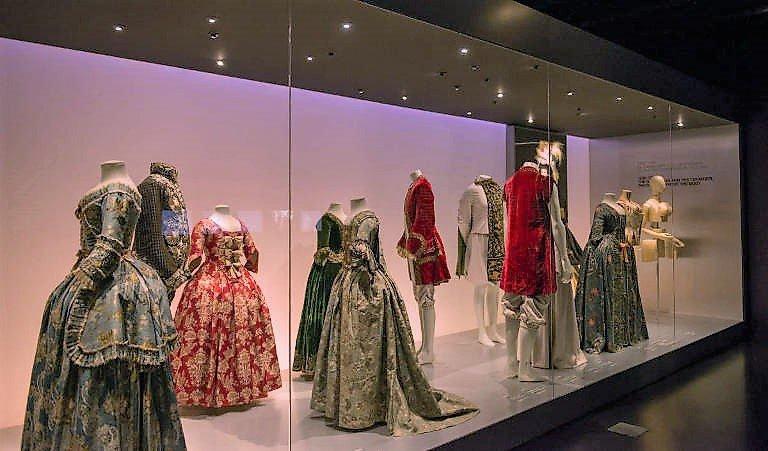 Design Museum, Barcelona 1550s display