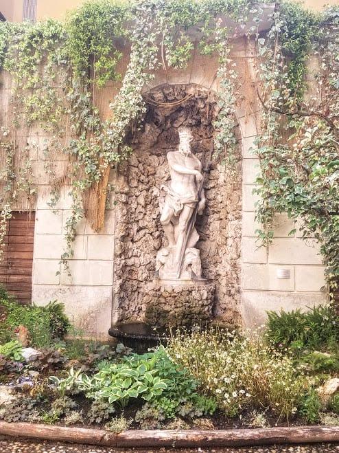statue in thun palace trento